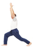 Bejaarde het praktizeren yoga of geschiktheid Royalty-vrije Stock Afbeeldingen