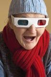 Bejaarde met 3d glazen Stock Afbeeldingen