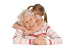 Bejaarde met de kleindochter stock foto