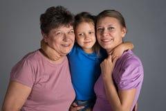 Bejaarde met een oudere dochter en een kleindochter royalty-vrije stock foto's