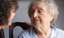 Bejaarde Moeder en Dochter Stock Foto's