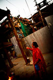 Bejaarde Nepalese vrouw en zegen, Durbar-Vierkant, Katmandu, Royalty-vrije Stock Afbeelding