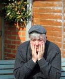 Bejaarde ongerust gemaakte mens. Stock Afbeelding