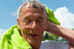 Bejaarde sportman stock afbeeldingen