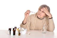 Bejaarde zieke vrouw royalty-vrije stock fotografie