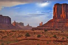 Bekannte Buttes des Monument-Tales im Staat Utah, Vereinigte Staaten Stockfotos
