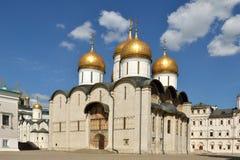 """Bekant Dormition domkyrka av MoskvaKreml också som antagandedomkyrka 1475†""""1479 på domkyrkafyrkant Royaltyfri Foto"""