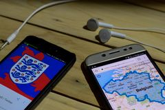 BEKASI, JAVA OCCIDENTAL, INDONÉSIE 26 JUIN 2018 : L'Angleterre contre la Belgique sur l'écran de Smartphone Quand le football ou  Photos stock