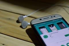 BEKASI VÄSTRA JAVA, INDONESIEN JULI 04, 2018: Applikation för Clonapp budbärarebärare på den Smartphone skärmen Den Clonapp budbä Royaltyfri Foto
