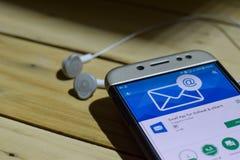 BEKASI VÄSTRA JAVA, INDONESIEN JULI 04, 2018: Email App för framtidsutsikt & andra bärare-applikationen på den Smartphone skärmen Royaltyfria Bilder