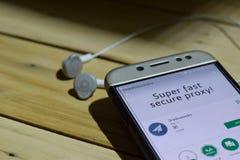 BEKASI VÄSTRA JAVA, INDONESIEN JULI 04, 2018: Shadowsocks bärare-applikation på den Smartphone skärmen Shadowsocks är ett freewar Fotografering för Bildbyråer