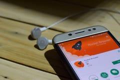 BEKASI VÄSTRA JAVA, INDONESIEN JULI 04, 2018: Signalera den privata budbärarebärare-applikationen på den Smartphone skärmen Signa Royaltyfri Foto