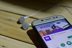 BEKASI VÄSTRA JAVA, INDONESIEN JULI 04, 2018: Yahoo Mail - stag organiserad bärare-applikation på den Smartphone skärmen Yahoo Ma Arkivfoto