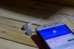 BEKASI VÄSTRA JAVA, INDONESIEN JUNI 28, 2018: Budbärare Lite vid Google bärare-applikation på den Smartphone skärmen Budbäraren L Royaltyfria Bilder