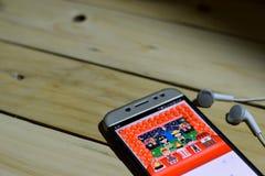 BEKASI VÄSTRA JAVA, INDONESIEN JUNI 26, 2018: Festa Junina Vektormallar för latin - amerikansk ferie på den Smartphone skärmen nä Royaltyfri Bild
