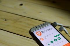 BEKASI VÄSTRA JAVA, INDONESIEN JUNI 26, 2018: Modig webbläsarebärare-applikation på den Smartphone skärmen Snabba AdBlocker är en Arkivbild