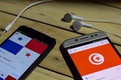 BEKASI VÄSTRA JAVA, INDONESIEN JUNI 26, 2018: Tunisien Vs Panama på den Smartphone skärmen När sökandesymbolsfotboll eller fotbol Arkivfoton
