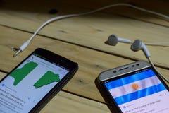 BEKASI, WEST-JAVA, INDONESIË 26 JUNI, 2018: Nigeria versus Argentinië op Smartphone-het scherm Wanneer het Voetbal of de Voetbal  Royalty-vrije Stock Afbeeldingen