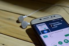 BEKASI, WEST-JAVA, INDONESIEN 28. JUNI 2018: Temp-Post durch Google-Entwickler-Anwendung auf Smartphone-Schirm Vorübergehende E-M Stockbilder