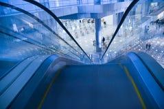 Bekeken de treden van de lift Stock Afbeeldingen
