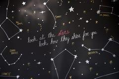 Bekijk sterrenconstellatie hoe zij voor u glanzen stock foto's