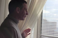Bekijk uit het venster de zon Royalty-vrije Stock Foto