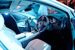 Bekläda inre av Mazda CX-9 på dess barkass Arkivfoton