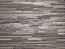 Bekleding van de steen de binnenlandse die muur van dunne stroken gestapelde plakken wordt gemaakt royalty-vrije stock afbeelding