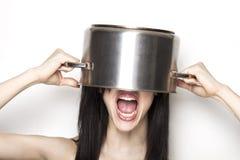 Beklemtoond meisje die een pot dragen als hoed Stock Fotografie