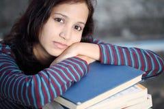 Beklemtoonde student Stock Fotografie