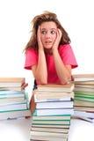Beklemtoonde tiener met boeken Royalty-vrije Stock Foto's