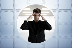 Beklemtoonde zakenman in bankkluis Royalty-vrije Stock Afbeelding