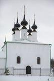 Beklimmingskerk van het klooster van Alexander in de winter, Suzdal, R Royalty-vrije Stock Afbeeldingen