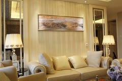Beknopte en levendige woonkamer in de flat Royalty-vrije Stock Foto's