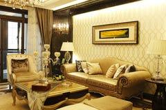 Beknopte en levendige woonkamer in de flat Royalty-vrije Stock Afbeeldingen