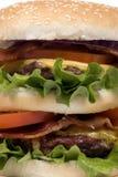 bekonowe blisko burgera serię cheeseburger. Obrazy Royalty Free