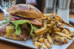 Bekonowy hamburger Zdjęcia Stock