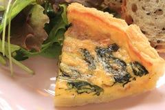 Bekonu i szpinaka quiche dla Francuskiego kuchnia wizerunku obrazy royalty free