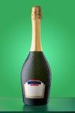 Bekorkte kalte Flasche Sekt mit leerem Aufkleber Lizenzfreies Stockfoto