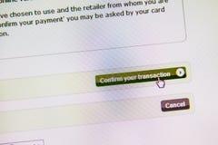Bekräfta din transaktionsknapp, elektronisk betalning Arkivbilder