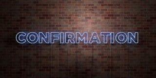 BEKRÄFTELSE - fluorescerande tecken för neonrör på murverk - främre sikt - 3D framförd fri materielbild för royalty stock illustrationer