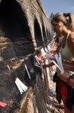 bektashisstearinljuslampa utanför tekke upp royaltyfria foton