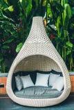 Bekväm kudde på utomhus- uteplats för soffagarnering arkivfoto
