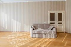 Bekväm ny soffa Arkivbilder