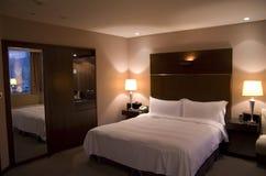 bekvämt hotellrum Arkivbilder