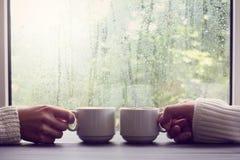 Bekvämt kaffeavbrott för två personer Royaltyfri Bild