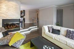 Modernt vardagsrum. Royaltyfri Fotografi