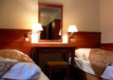 bekvämt hotell för sovrum Arkivbilder