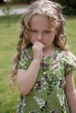 bekymrad flicka little royaltyfri bild