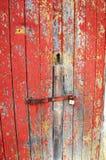 Bekymrad röd målad dörr Royaltyfri Foto